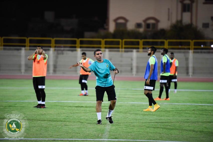 الخليج يجري المناورة الرئيسية قبل لقاء الشباب .. والإصابة تبعد هزازي