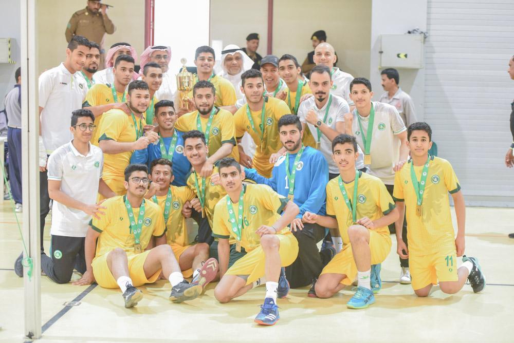 تتويج شباب الخليج بعد انتصارهم على القارة في ختام منافسات الدوري الممتاز