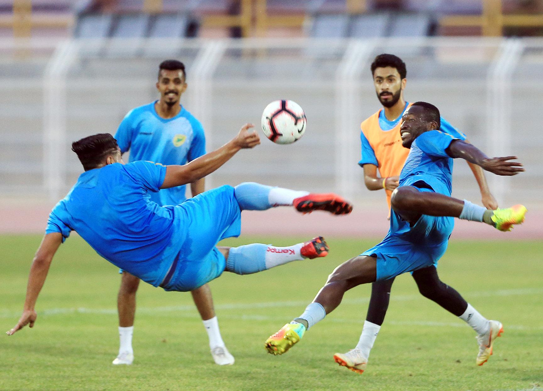 الخليج يجري تدريبه بسيهات قبل المغادرة للباحة لمواجهة العين ضمن منافسات الجولة 36 لدوري الأمير محمد بن سلمان للدرجة الأولى