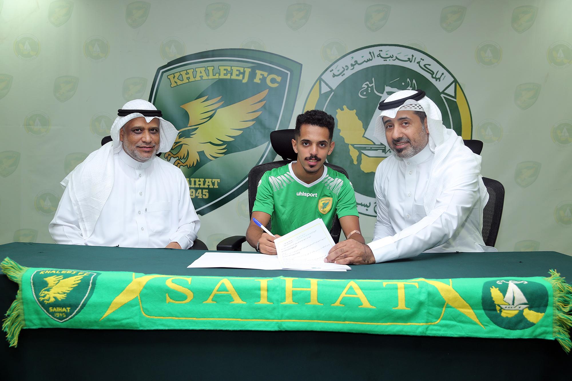 إدارة نادي الخليج توقع مع لاعب الأهلي عبد الرحمن الحارثي لدعم وسط الدانة في دوري الأمير محمد بن سلمان