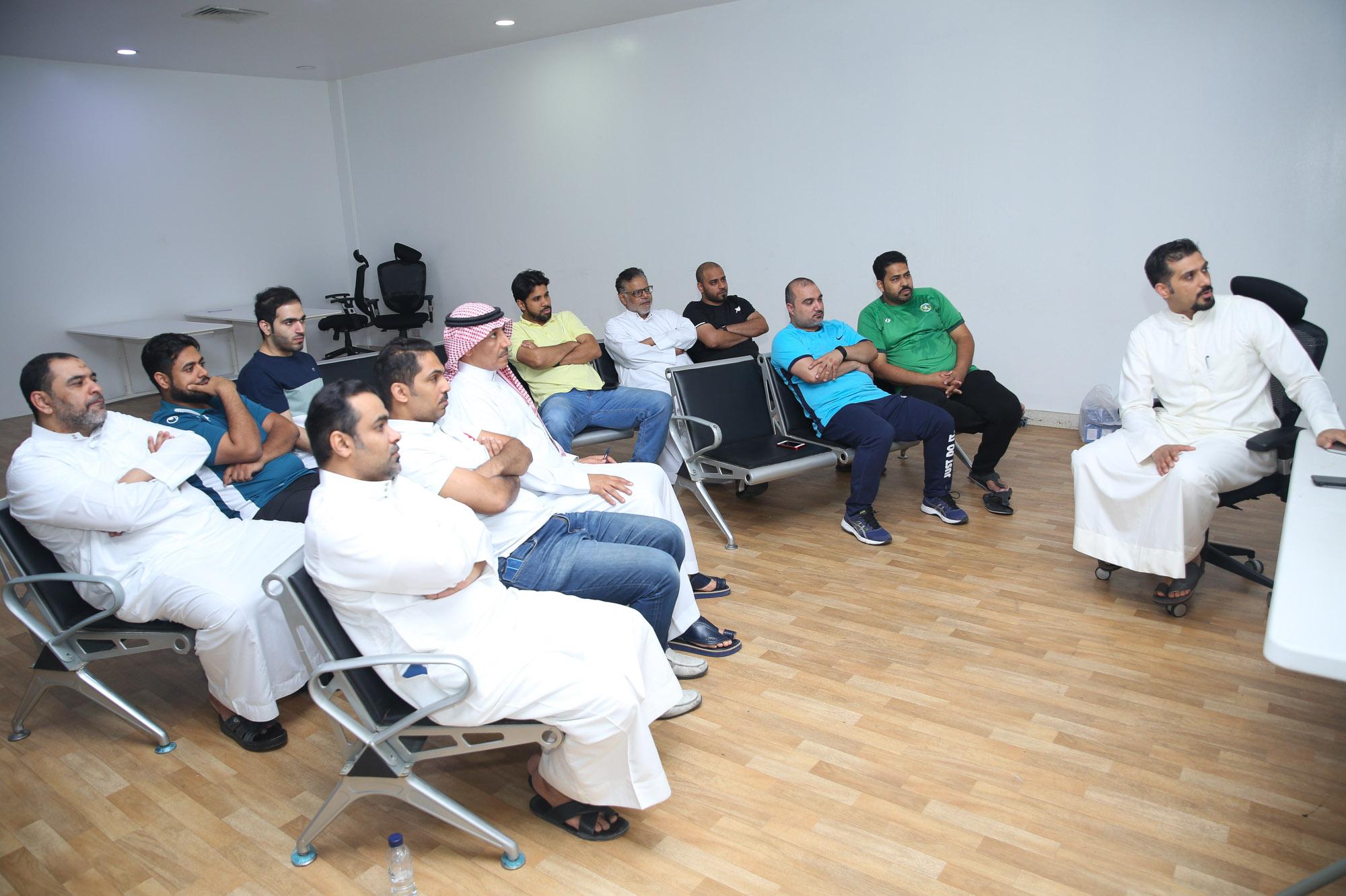 •  استعراض آلية استراتيجية دعم الهيئة العامة للرياضة على مسؤولي ألعاب نادي الخليج