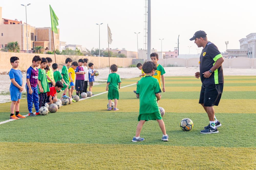 تغطية مصورة .. دورة أساسيات كرة القدم بنادي الخليج
