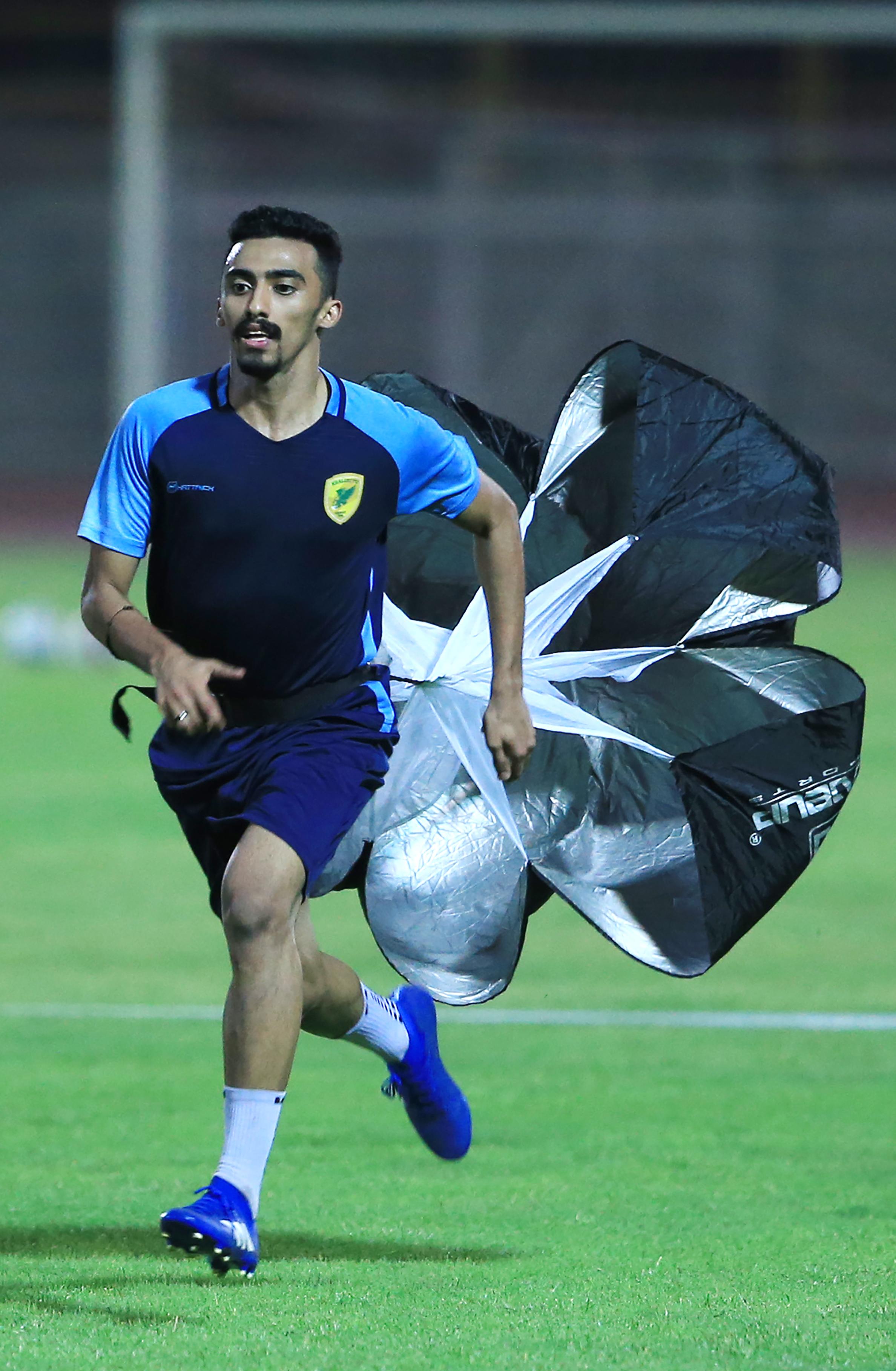 الخليج يكثف استعداداته لمواجهة مضيّفه النجوم ضمن الجولة الرابعة لدوري الأمير محمد بن سلمان