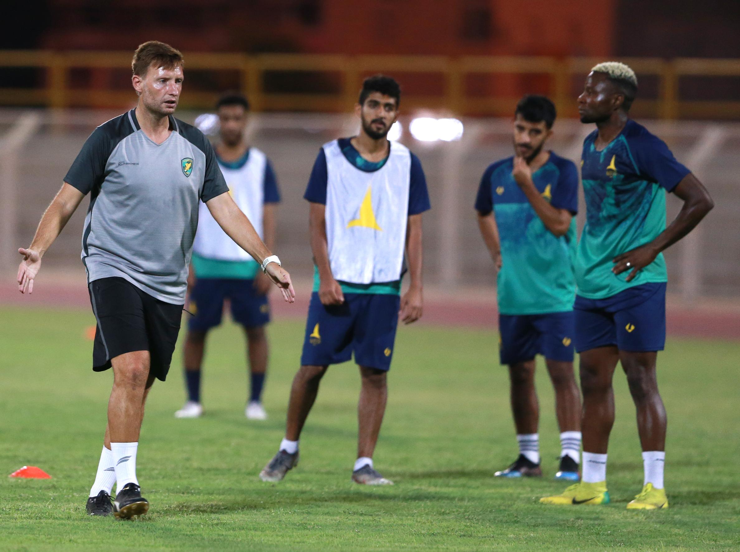 الخليج يجري تدريبه الرئيسي لمواجهة مضيفه الثقبة ضمن الجولة الخامسة لدوري الأمير محمد بن سلمان