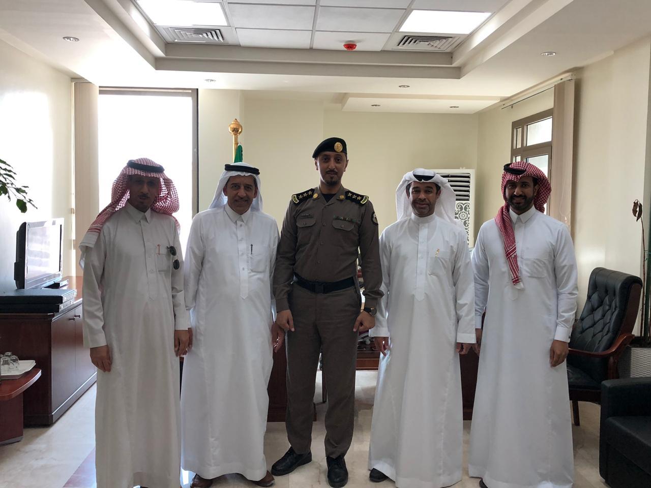 الخليج يكرم العقيد السبيعي مدير شرطة سيهات