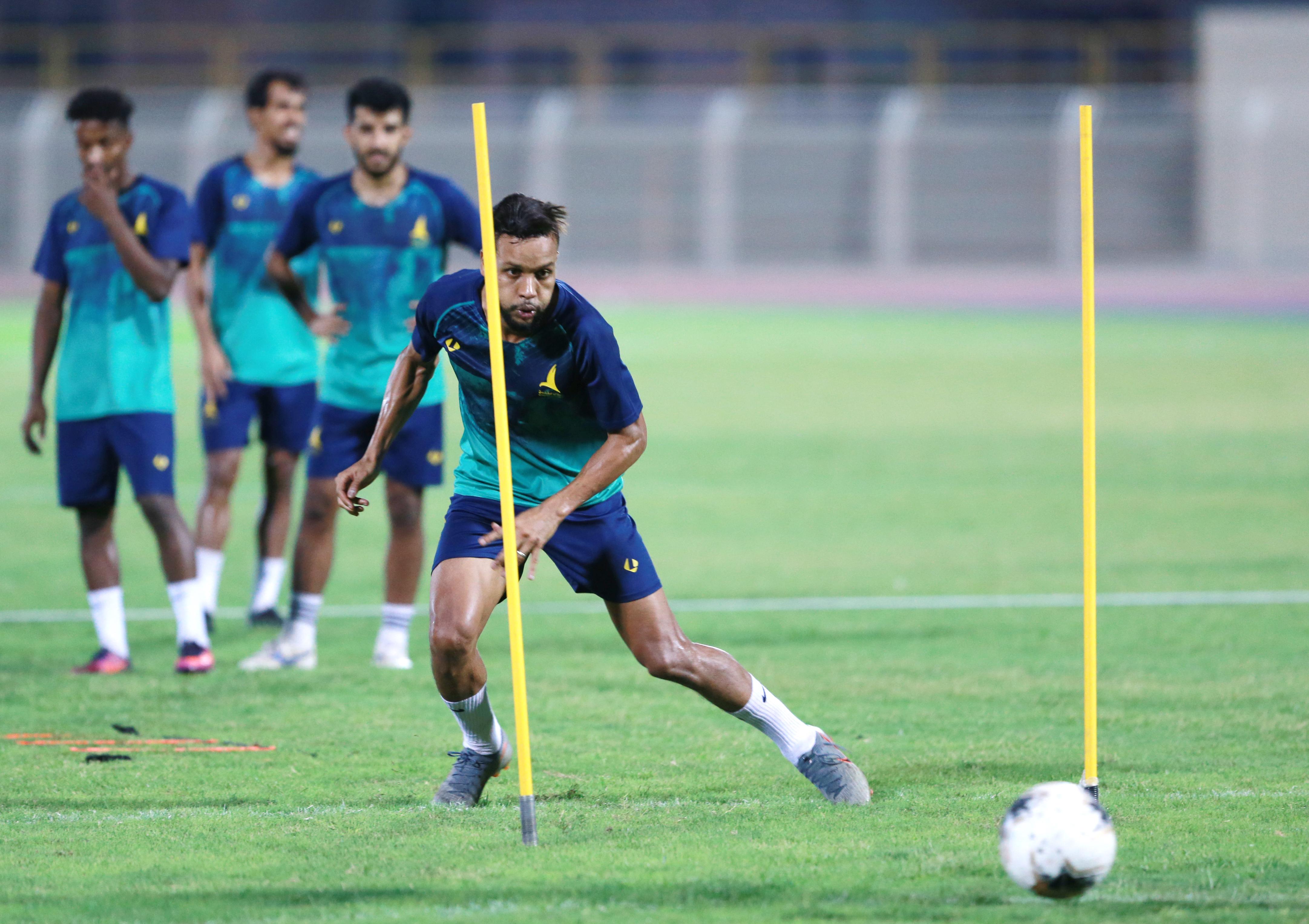 الخليج يجري تدريبه الرئيسي.. وحفل شواء يجمع لاعبي الدانة قبل المغادرة للمدينة لمواجهة الأنصار