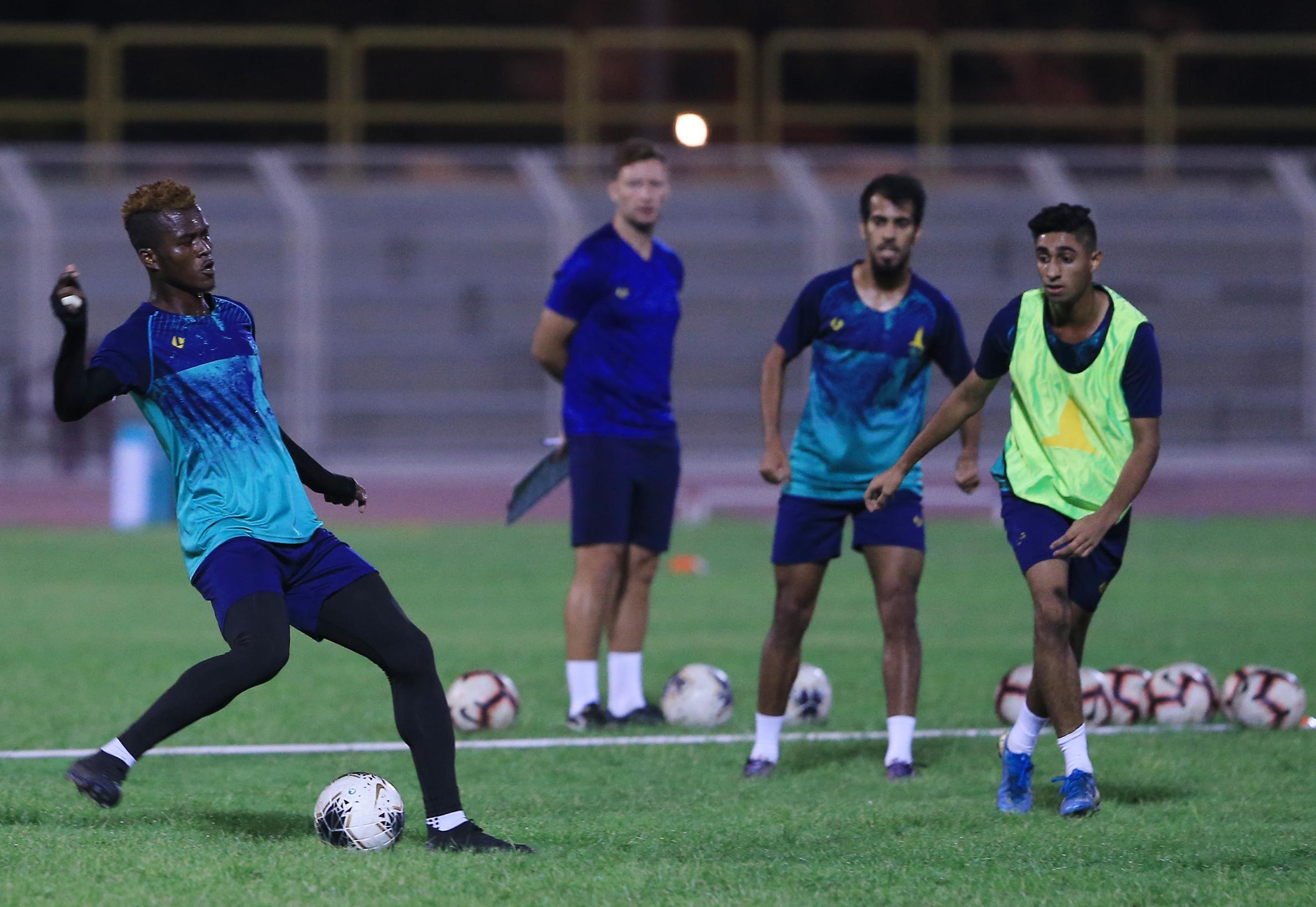الخليج يجري تدريبه الرئيسي على ملعبه تحضيراً لمواجهة الدرعية