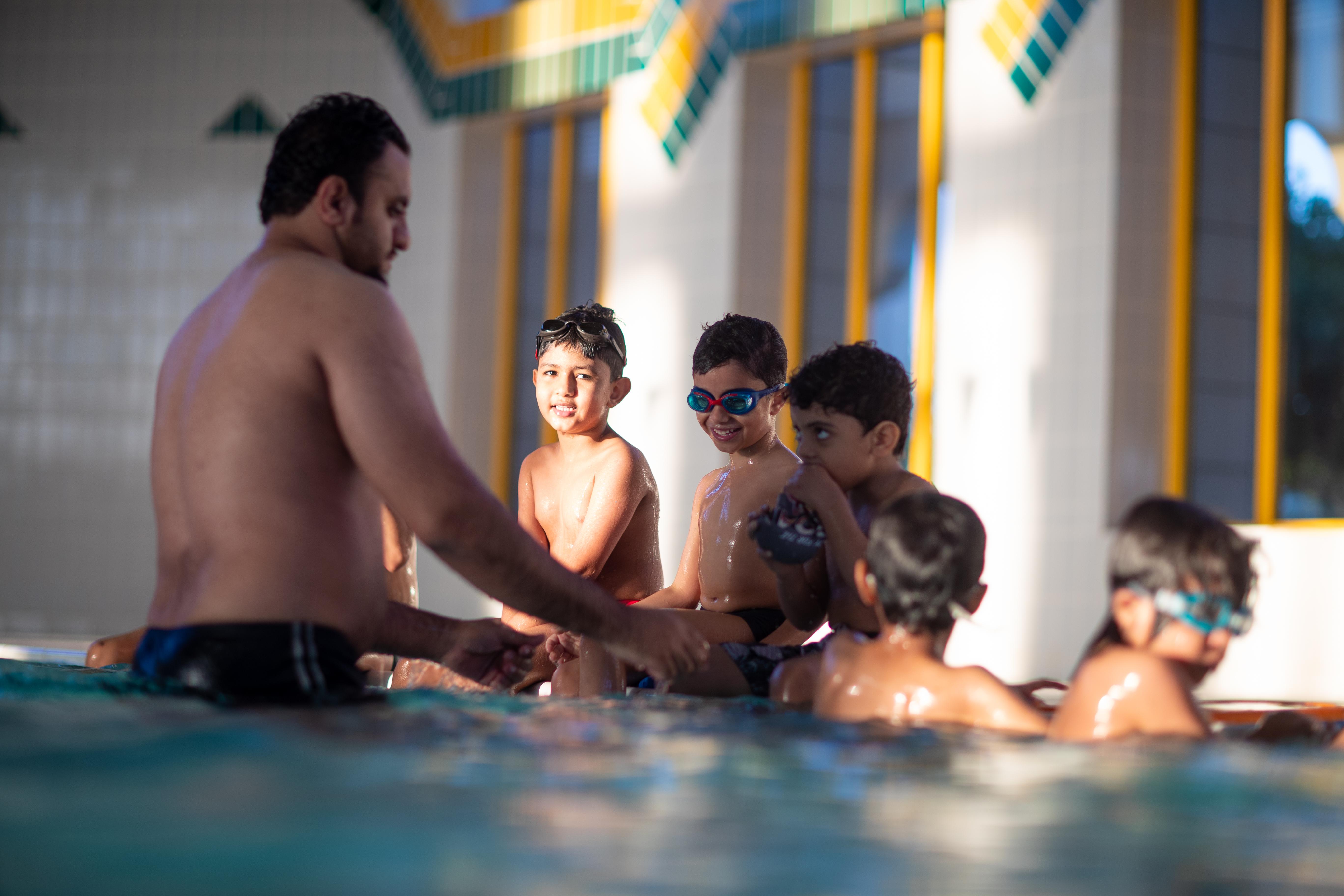 تغطية مصورة .. دورات منتصف الفصل الدراسي بنادي الخليج