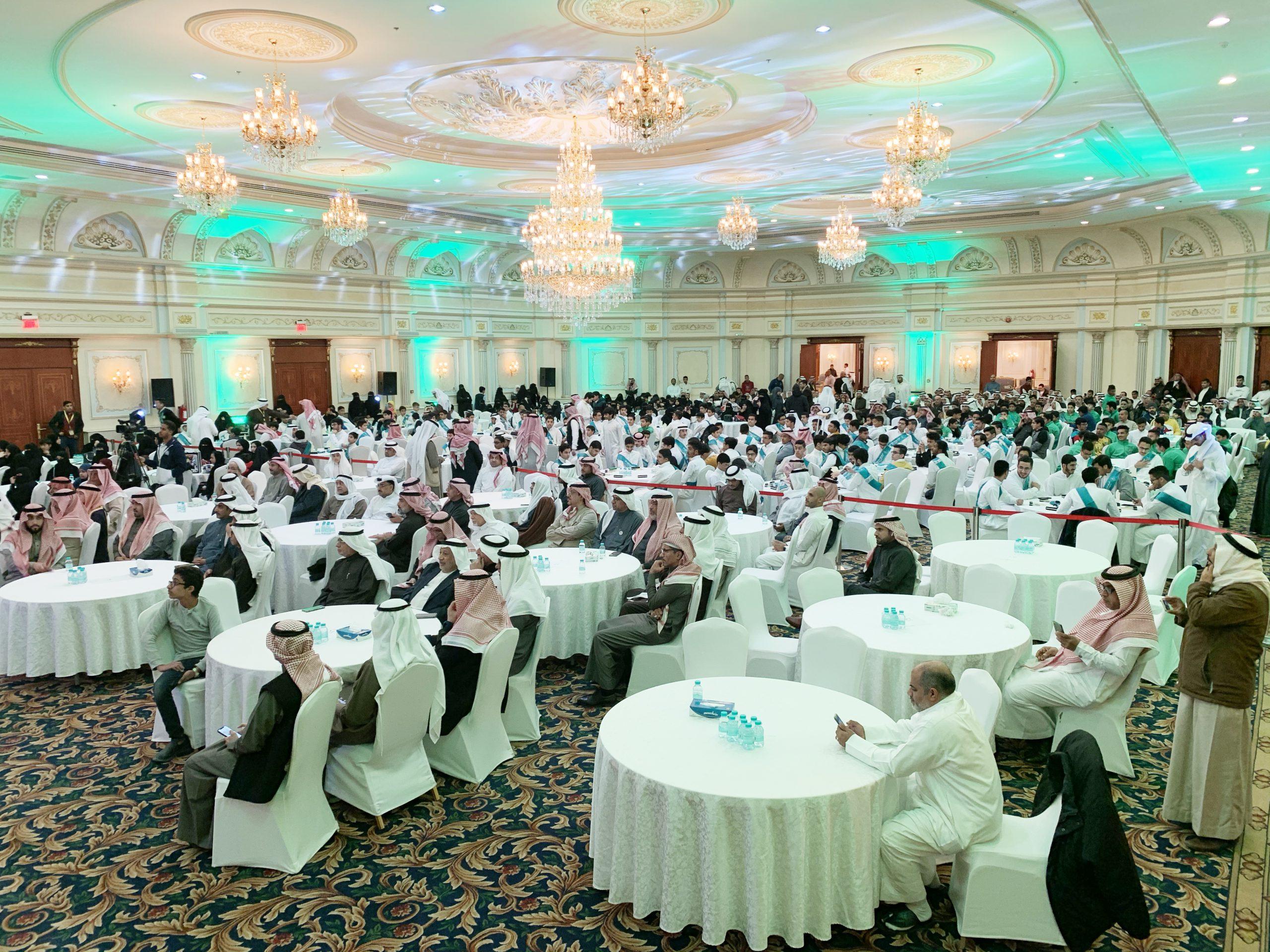 المسؤولية الاجتماعية بنادي الخليج تعلن عن تكريم المتفوقين الجامعيين لعقد 2020-2010 وفق ضوابط محددة